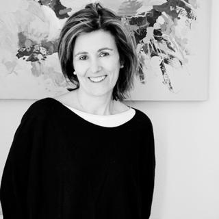 Carmen PérezAznar, Licenciada en Ciencias Económicas y Empresariales, en ejercicio desde el año 1990.